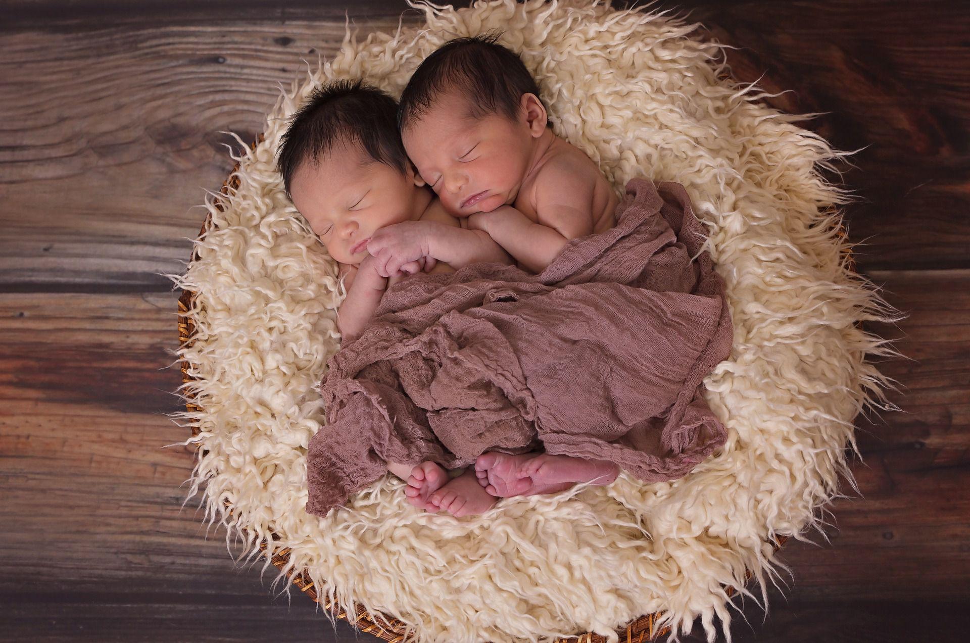 Comment Annoncer La Naissance De Jumeaux Ou Jumelles Faire Part ...